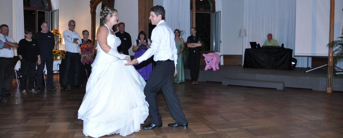 Euer Hochzeitstanz, egal ob Walzer oder ganz eigene Choreografie